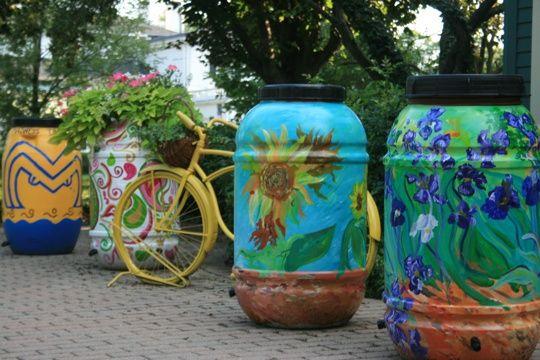 rain barrel art outdoor-living: Water, Idea, Paintings Rain, Rain Barrels, Fun Projects, Plastic Container, Gardens Art, Barrels Art, Decor Rain