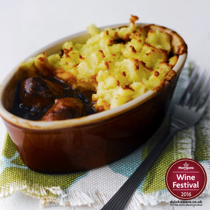 This classic English recipe is perfect for your St Georges Day dinner tomorrow! Serve your individual sausage pies with your favourite veg for a quick and easy meal. #StGeorgesDay po.st/SausagePie