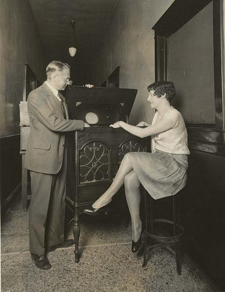 Vladimir Zworykin demonstrates electronic television (1929):