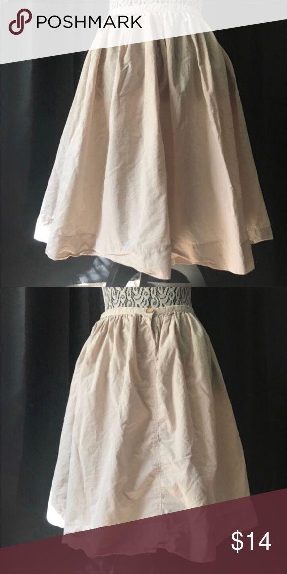 """United Colors of Benetton beige khaki skirt small Waist 26"""" Length 23"""" United Colors Of Benetton Skirts Circle & Skater"""