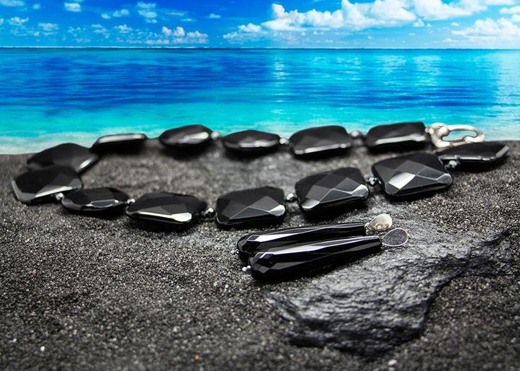 """""""Composizione con collana ed orecchini in Agata nera e rifiniture in argento rodiato senza Nichel"""". #accessories #glam #hair #heels  #model #nails"""