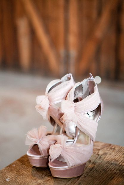 Bridal shoes in blush by Steve Madden. We're in love! /// Angela & Evan Photography {Photo via Project Wedding}