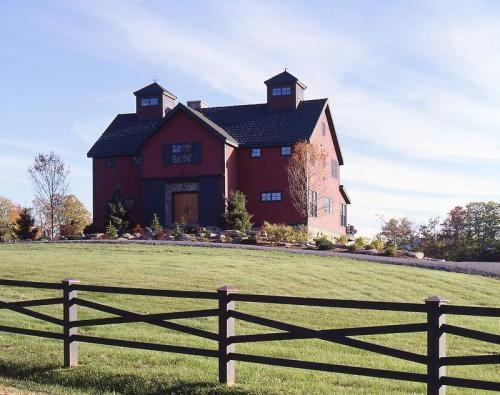 I love it when people turn old barns into houses...One day I will have an old barn turned into a beautiful home My Dream