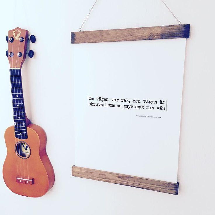 Beställ din favorit text! Håkan Hellström är en av de bästa artisterna vi vet. Hans texter är magiska. #dintidkommer #göteborg #gbg #tavla #inredningsdetaljer #home #grafik #grafiskdesign #layout #details #inredning #interior4all #citat #namntavla #repost #grafiskdesign#design #barnrum #barnrumsinspo#inredningsdesign #färg #grafiskdesign #inredning #grafik #interior4all #prints #homedecor #interiör #inredningsbutik #interiör #homedesign #inredningsinspiration #inredningsdetaljer #home #tavla…