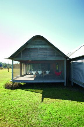 Murcutt's Kempsey house, 800mm above the ground, mesh enclosed verandah