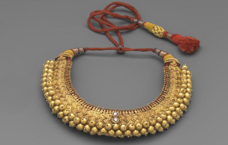 Collier Nuptial Inde, Bangalore. Or, Diamants, Soie XIXème siècle. © Mauro Magliani / Collections Privées