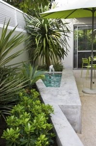 Clever courtyard design | GardenDrum Design Janine Mendel Cultivart Use angles to break up boxy courtyard shapes. Design Janine Mendel, Cultivart