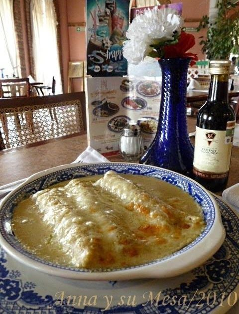 A petición de Estela desde Madrid, le comparto la receta de las famosas Enchiladas Suizas de Sanborns*..  Ingredientes:  1 pechuga de pollo...