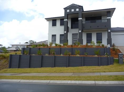 Pioneer Smooth Grey Concrete Sleeper Retaining Wall painted after installation. Visit www.aussieconcreteproducts.com.au for more information