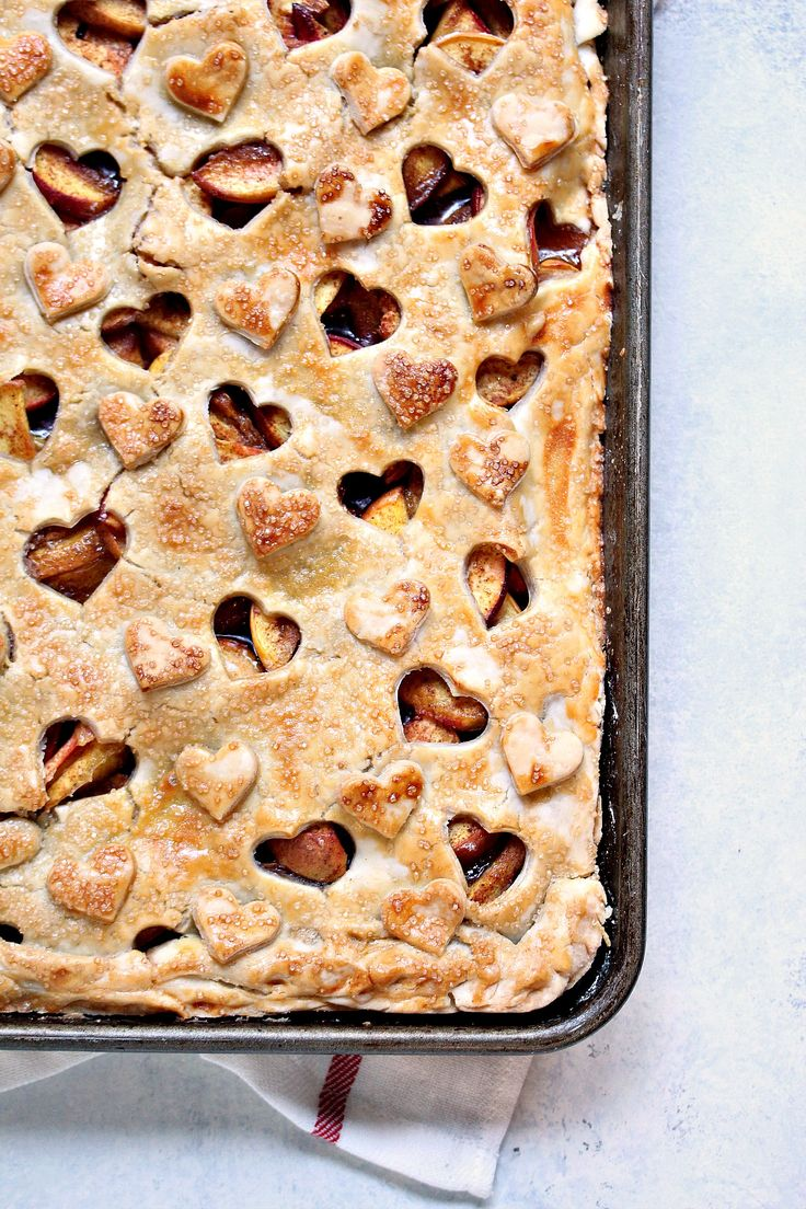 Rustic Peach Slab Pie from cravingsofalunatic.com- This rustic pie recipe is incredibly easy to make and uses fresh peaches for maximum flavour. This Peach Slab Pie will be a hit with all your family and friends. @CravingsLunatic