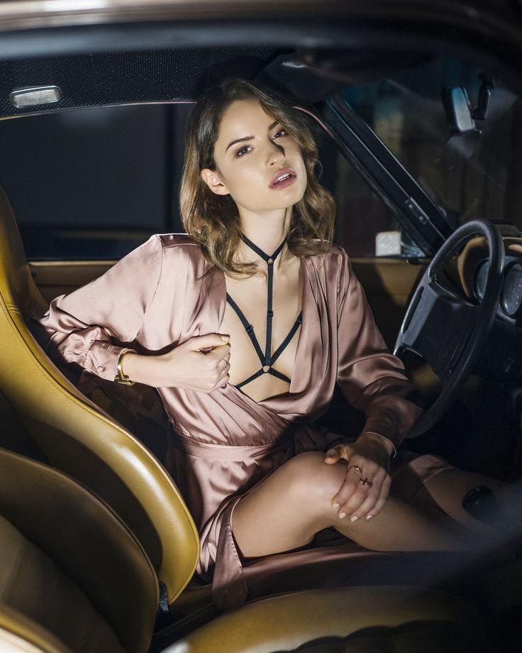 Body Harness Aida to ekskluzywne dodatki i akcesoria do bielizny od Promees Lingerie. Ozdobne ramiączka do stanika, strapsy z charmsami dostępne w sklepie online.