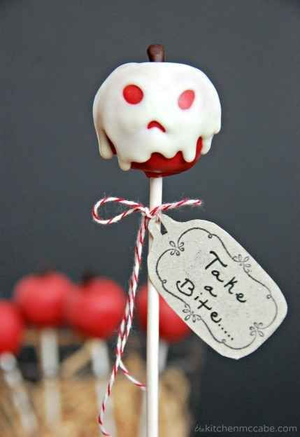 "Pull an Evil Queen and concoct some ""poisoned"" apple(cake pop)s."