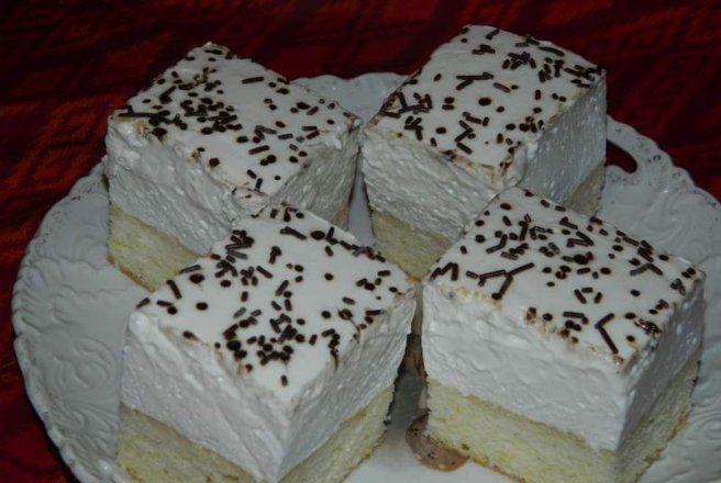 Retete Culinare - Prajitura cu blat din albusuri cu crema de branza