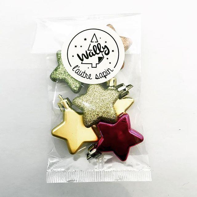 Bien emballées, les jolies étoiles attendent juste d'être accrochées... (lien dans la bio)