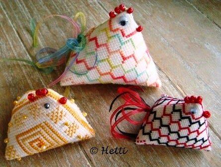 Creative Workshops from Hetti: Driekantige Paaskip / Humbug Easter Chicken  FREE charts cross stitch