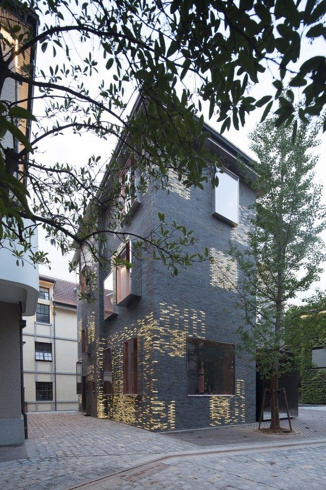 Façade Renovation for No. 8 Building / Atelier Archmixing