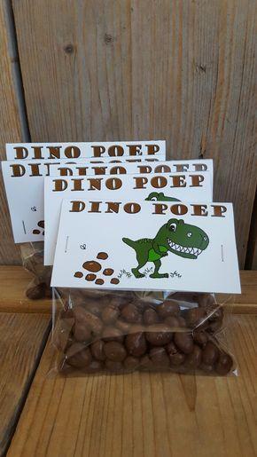 Dinosaurus! Voor kids die helemaal weg zijn van dino's .... een stoere traktatie! Rozijntjes met chocolade