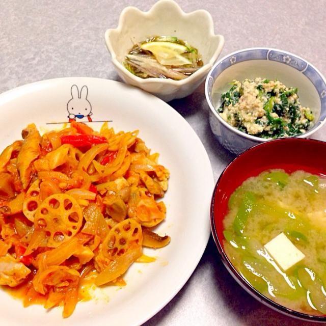野菜と鶏肉のトマト煮込み、 味噌汁、 ほうれん草の白和え、 もずく です。 - 21件のもぐもぐ - 野菜のトマト煮込み by Orie Ueki
