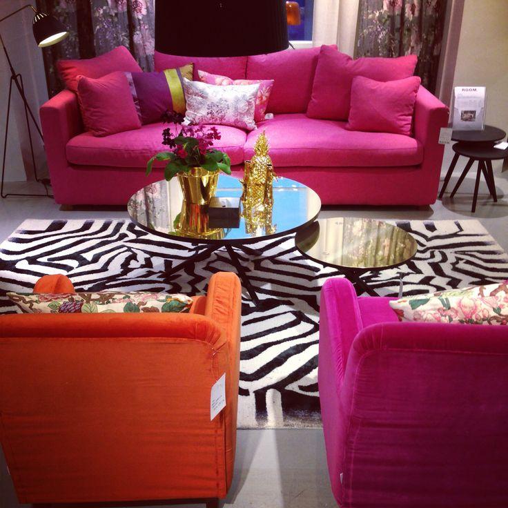 Sprakande härliga färger i vår möbelmiljö. Visst får man vårkänslor? Lucas soffa 31.750kr. #roombutiken #färg #rosa #orange #christianlacroix #persoderberg #noearlybirds