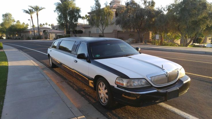 2006 Lincoln Town Car Tuxedo Stretch Limousine by Tiffany