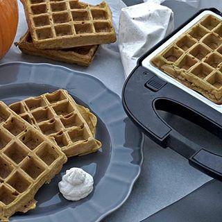 NIEDZIELNE ŚNIADANIE #gofry #gofrydyniowe #PodNiebienie #waffles #pumpkinwaffles #śniadanie #breakfast #wiemcojem #foodporn #pornfood #foodphotography #kitchen #kuchnia #morning #polishblogger