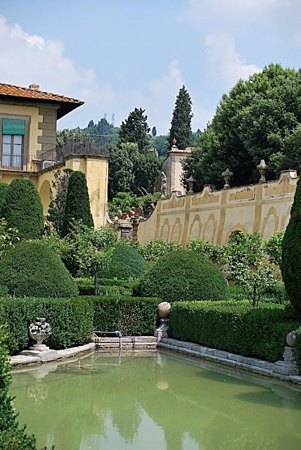 1000 images about villa gamberaia landscape for Villa garden