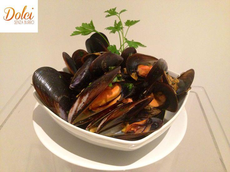 Il SAUTÈ DI COZZE E VONGOLE ALLO ZAFFERANO è un #antipasto di #pesce che ho realizzato con #cukó di #imetec. Un #sautè reso speciale dallo #zafferano e la #menta che esaltano il sapore delle #cozze e delle #vongole Ecco la #ricetta  http://www.dolcisenzaburro.it/uncategorized/saute-di-cozze-e-vongole-allo-zafferano/ #dolcisenzaburro healthy and light food desserts sweets cakes