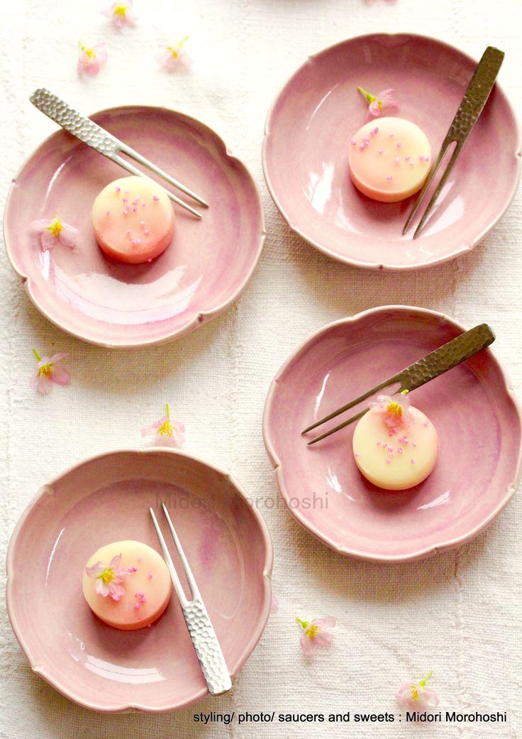 和菓子『春風(桃と杏の練り切り) 〜Nerikiri』 Japanese sweets which designed scenery of blooming spring in Japan, flavored with peach and apricot. Please enjoy them with greentea, tea, champagne, wine and Japanese Sake. *styling / photo /  saucers and sweets : Midori Morohoshi(http://ameblo.jp/greenonthetable/imagelist.html)