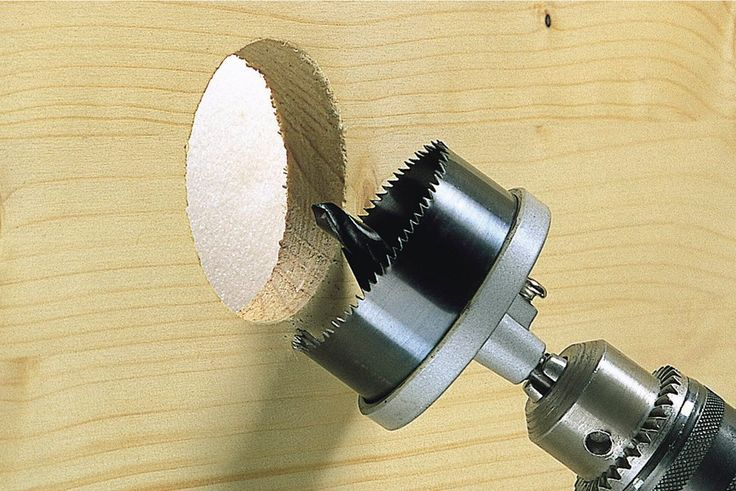 Пила кольцевая стандартная ø 25, 32, 38, 45, 50,56, 62 мм Для работ по дереву, листам гипсокартона, строительным плиткам, цветному металлу.1 центрирующее сверло, ø 6 мм, 7 быстросменных кольцевых пилы.  Цилиндрический хвостовик ø 8 мм. Глубина сверления 33 мм.