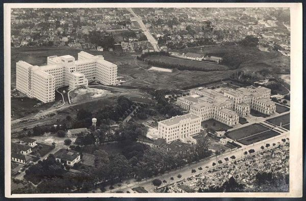 São Paulo - Hospital das Clínicas e Escola de Medicina de São Paulo. Mostra ainda o entorno do bairro de Pinheiros ao fundo.