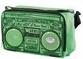 Sac isotherme radiocassette années 80 et enceinte mp3! http://in.lesinrocks.com/category/familles/madame-retrofuturiste/