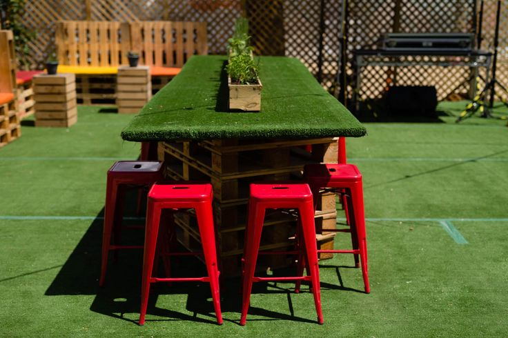 Pallet and Artificial Grass Table with Red Stools