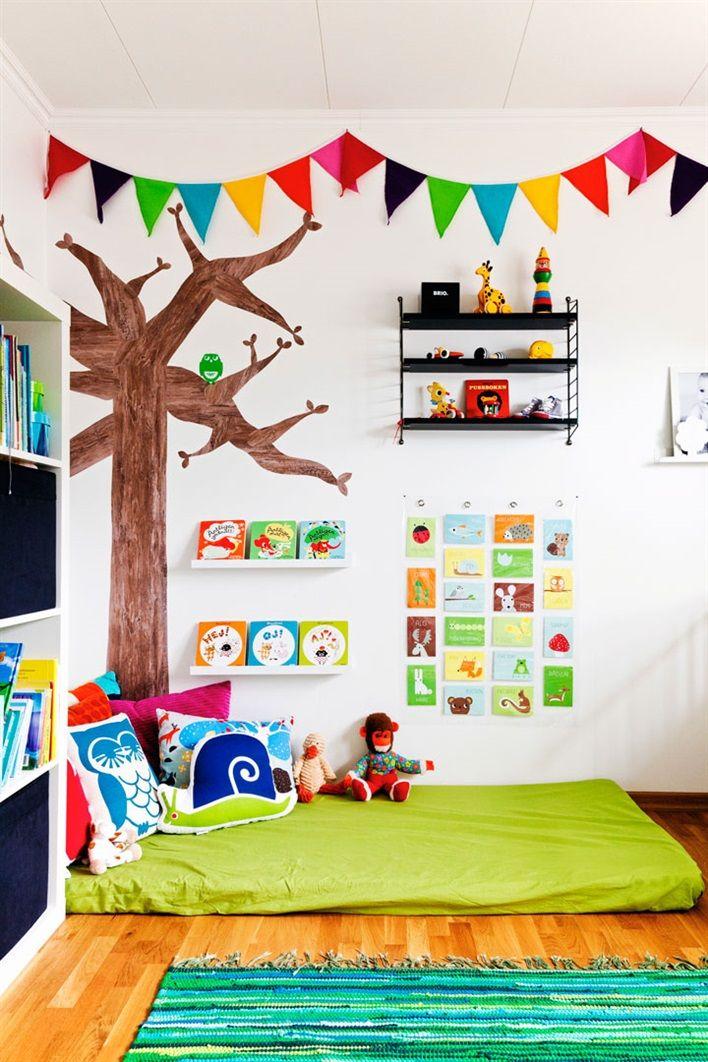 Stanza dei Giochi per i Bambini, angolo per lettura. Kid's Playroom, reading nook.