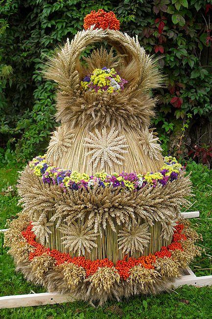 """Wieniec dożynkowy / Harvest Festival 'dozhinki"""" crown"""