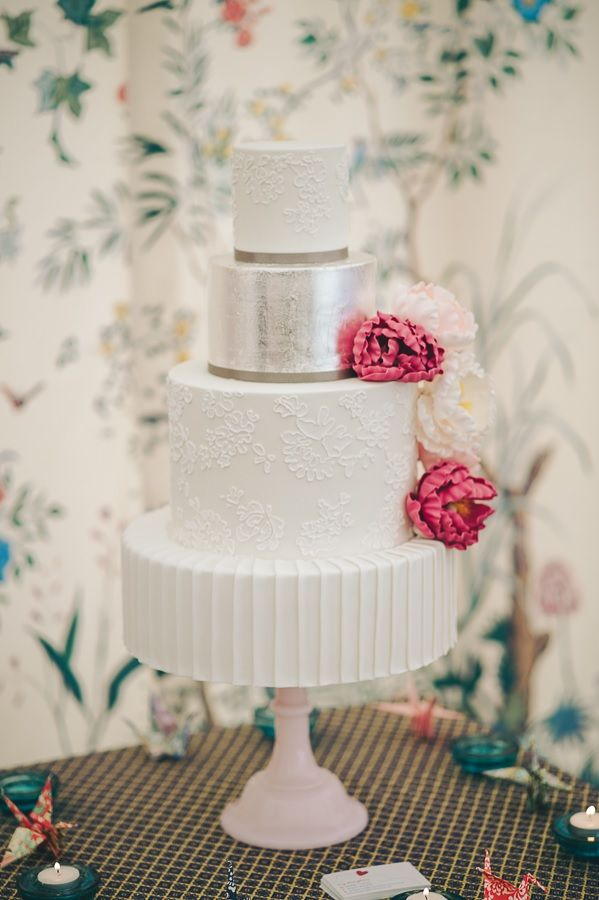 Beautiful cake with our Chinoise Lining as the backdrop.