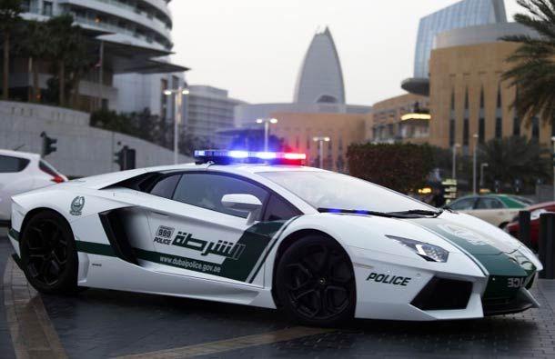 Les incroyables voitures de sport de la Police de Dubaï ! (Bugatti, Lamborghini, Ferrari, McLaren…)