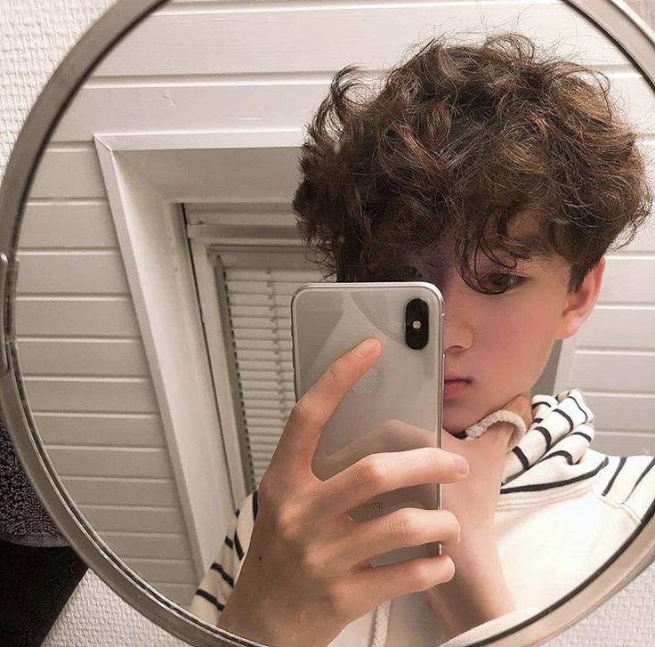 Pin by S on photoshoot   Photoshoot, Mirror selfie, Selfie