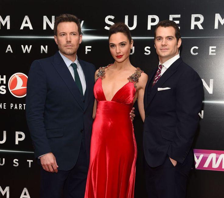 'Batman V Superman' First Impressions: Fanboy Cheers & Wonder Woman Buzz At London Premiere