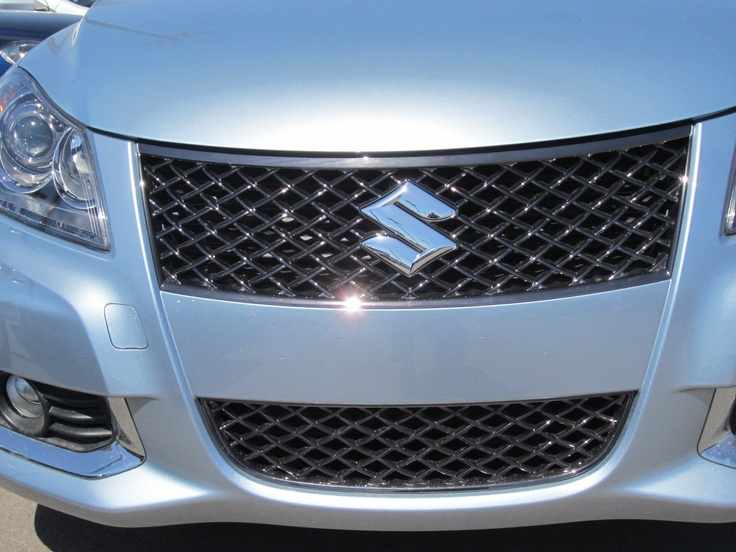 The Suzuki Kizashi Grill  Sparkling In The Sunlight