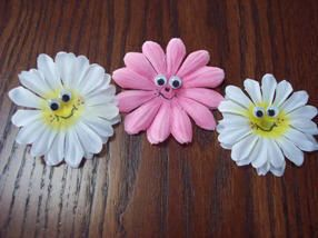 Daisy PinsCrafts Ideas, Flower Crafts, Daisies Pins Jpg, Architecture, Daisies Magnets Pin, Families Crafts, Mothers Day Crafts, Artificial Flower, Spring Crafts