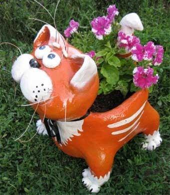 Этот забавный кот-клумба сделан из пластиковой бутылки и цемента. Как и вселучшие поделки для сада своими руками, он сделан из подручных материалов плюс умение и хорошая фантазия хозяина сада. Нам…