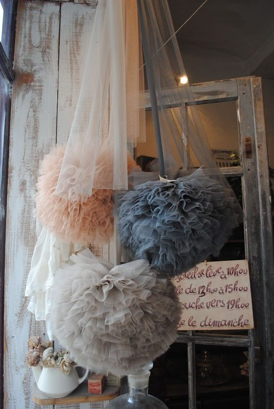 Love the colors and look of these tulle pompoms.... the tulle hanging around them