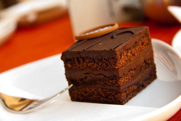 Nielen Sacherova torta ale aj kocky sú výborné...