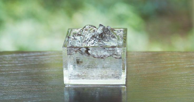 これは美しい!日本酒をステキに味わえる、氷のような硝子の升「HIYAMASU」 – Japaaan