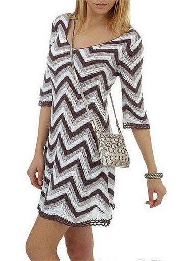 Crochetemoda: Novembro 2011 - crochet: vestido zigzag - white, beige and brown chevron crochet dress w/ V-neck and 3/4 sleeves - inspo (hva)