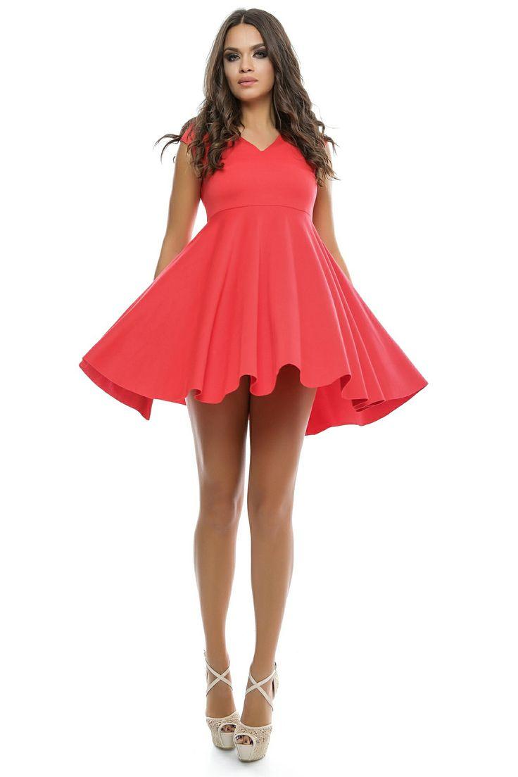 Caracterizata prin versatilitate,rochia Cutie Pie by Dukessa este alegerea perfecta atat pentru zilele, cat si pentru noptile calduroase de vara. Croiul asimetricii ofera acestui model o nota jucausa, dar in acelasi timp senzuala, putand fi adaptatcu usurinta oricarui eveniment.Modelul este disponibil in culorile: ROSU, NEGRU, MOV.