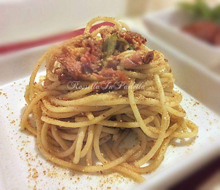 Spaghetti aglio, olio e pomodori secchi. Questo piatto riempirà le pance con gusto e vi farà fare un figurone.