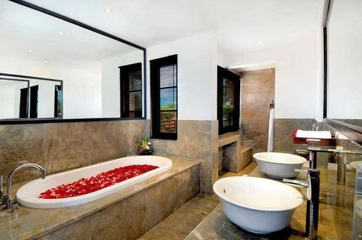 Ensuite bathroom in this divine Seminyak, Bali villa. #bathroomstyle #seminyak