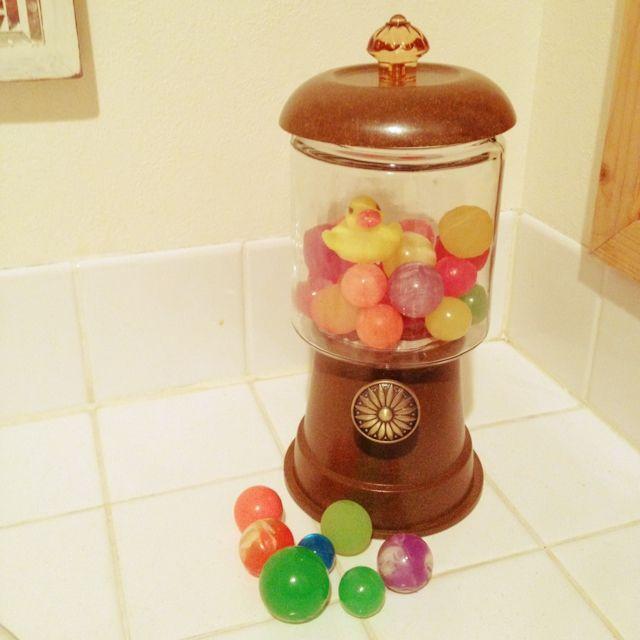 100円ショップの意外なものでできちゃう!かわいいガチャガチャ風キャンディーポット実例!