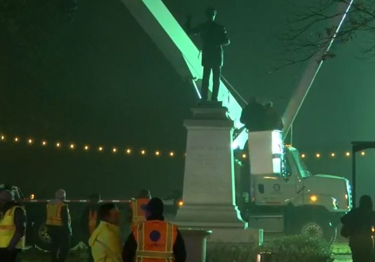 Memphis City Councilors voted unanimously to remove Confederate monuments from both city parks at Wednesday's meeting.